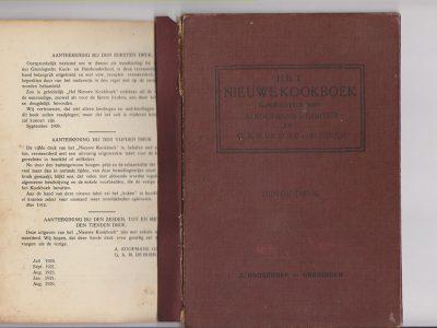 De voorzijde en de rug van de bandzetter zijn losgeraakt van de rugzijde van de band en de rest van het boekblok.
