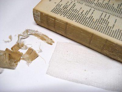 Bijwerken van de rug van het boekblok.