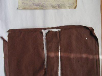 Zowel linnen als schutblad met aantekeningen zijn behouden gebleven en geschikt voor hergebruik.